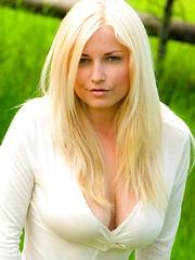 Heather Ryan is big natural boobs merva