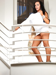 Jenna Presley stripping off her sexy white dress!