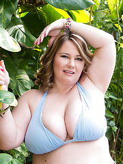 Plumper Pool Party