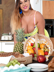 Juicy Fruits & Boobs