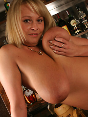 Wanessa Lilio on Bar