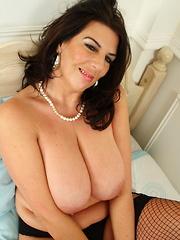 British slut shows her huge tits